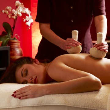 Masaj limfatic cu ierburi orientale | Oriental Herbal Massage